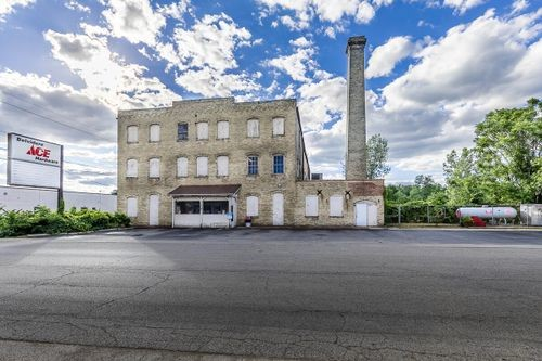 Main Photo For Multi Use Building for Sale