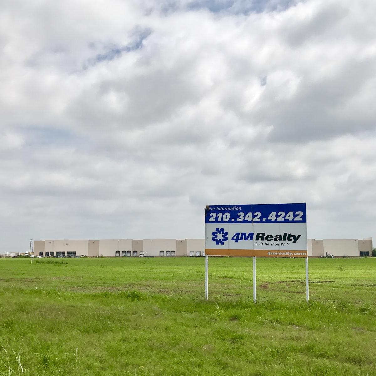 INTERSTATE 10/PRIME COMMERCIAL SITE in Seguin, Texas Photo