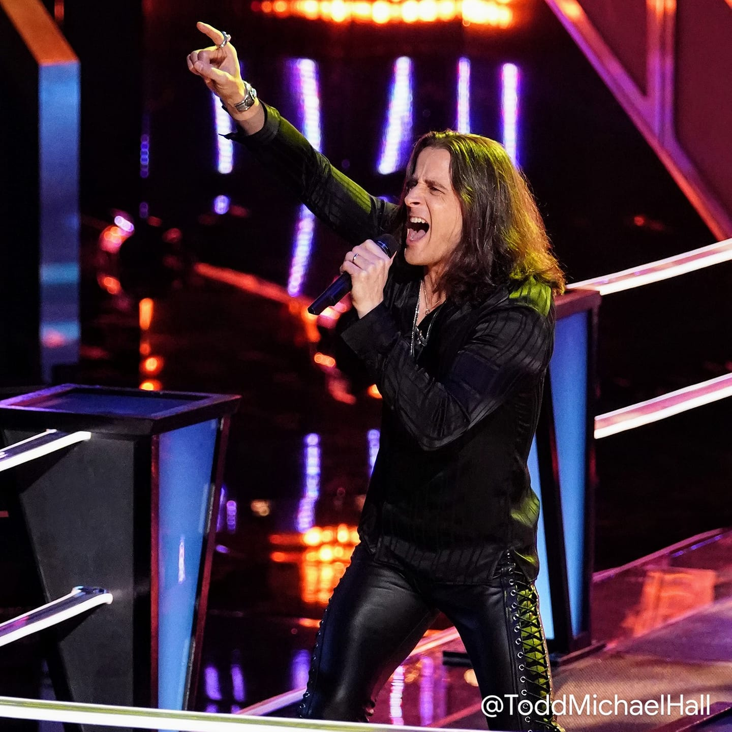 """Todd Michael Hall from Saginaw amazes on NBC's """"The Voice"""" Main Photo"""