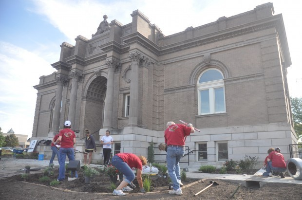 Exmark workers beautify Carnegie Main Photo
